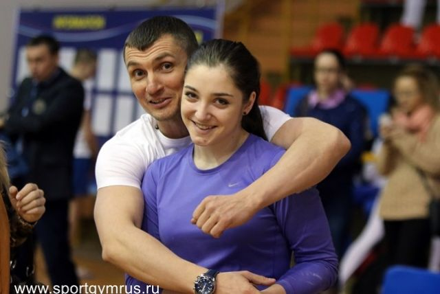 Гимнастка продолжит тренироваться под руководством Сергея Старкина.