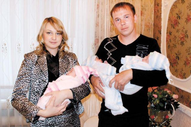 С начала года материальную поддержку получили три пермские семьи, где родились тройни.