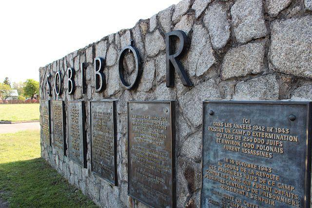 Польша пригласила РФ намероприятия к75-летию восстания вСобиборе