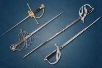 Шпаги и рапиры сейчас используют только в спорте, но это холодное оружие было самым распространённым в Европе.