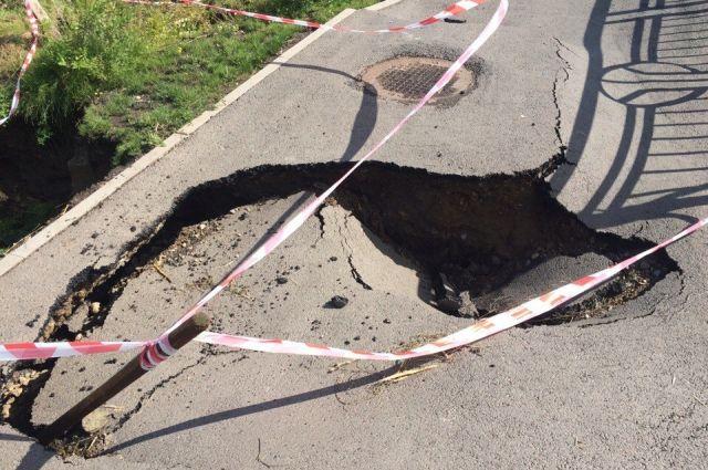 Испытания водой не выдержали подпорные стены на Свободном, Партизана Железняка, на Крупской.