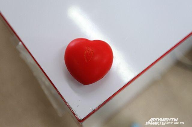 Для забора крови используется одноразовый медицинский инструментарий, поэтому инфицирование донора во время кроводачи исключено.