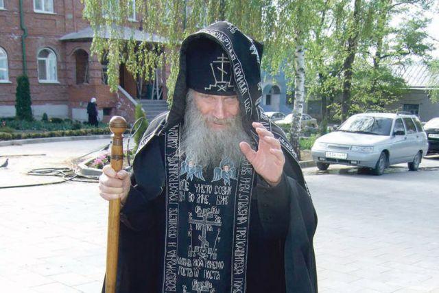 Отец Феодосий всё помнит до мелочей, будто вчера с фронта.