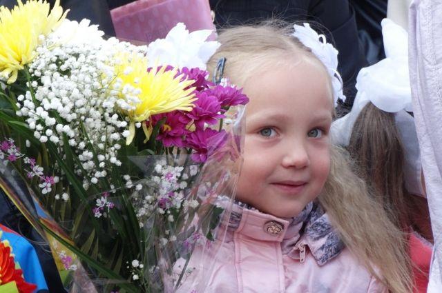 Подобные акции в первый день учебного года проходят по всей России. Самую масштабную из них организует фонд помощи хосписам «Вера».