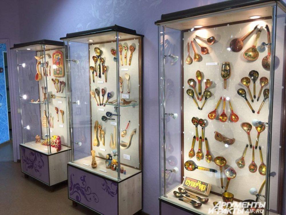 Оригинальные изделия безопасны и хохломскими ложками можно пользоваться по назначению. Но сотрудники музея предупреждают, что из -за популярности русской брендовой ложки существует очень много подделок.