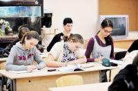 Абсолютное большинство выпускников поступают в вузы с профилирующими предметами математика и физика, в самые престижные в России: МГУ, МФТИ, академию ФСБ, МГИМО, МГТУ им. Баумана и другие.