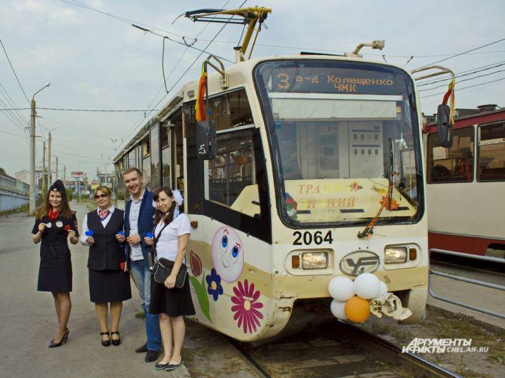 «Трамвай знаний» можно отличить от других вагонов по надписи «Вежливый маршрут» на борту.