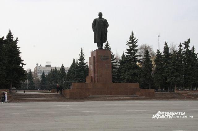 Памятник Ленину установили в Челябинске 5 ноября 1959 года.