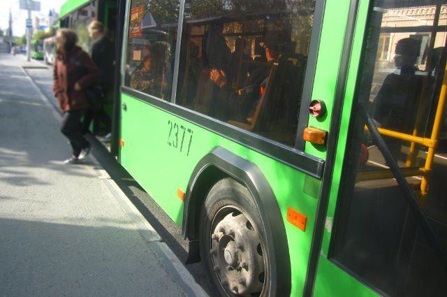 В Тюмени из автобуса выпала женщина с ребенком