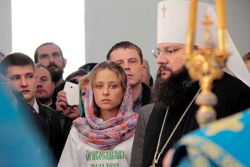 Будучи еще митрополитом Смоленским и Калининградским Кирилл открыл в Ярцеве первый православный приход.