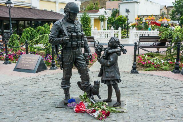 Памятник в Симферополе.