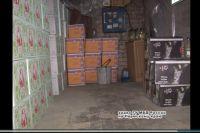Полицейские обнаружили и изъяли более 4100 бутылок поддельной водки, коньяка, виски, мартини. Общая стоимость партии превысила миллион рублей.