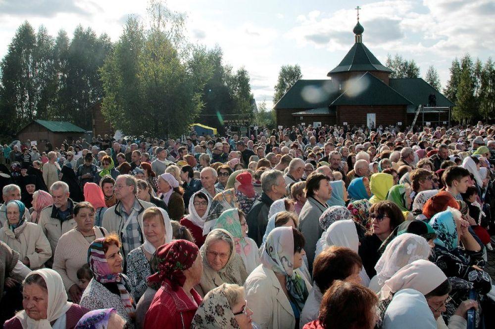 На встречу с предстоятелем РПЦ пришли тысячи прихожан.