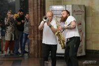 Музыканты в метро.