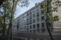 Выселенный аварийный пятиэтажный дом в Москве.