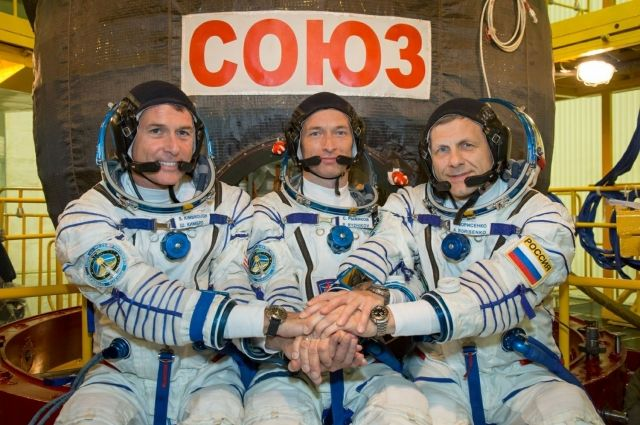Андрей Борисенко (на фото справа): «Если бы встречи «большой двадцатки» проходили на борту МКС, 90% мировых проблем решились бы быстро».