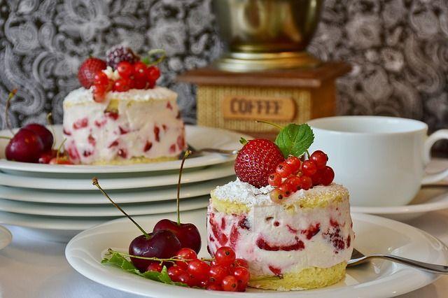Приготовить легкие десерты можно и без многочасовой выпечки.