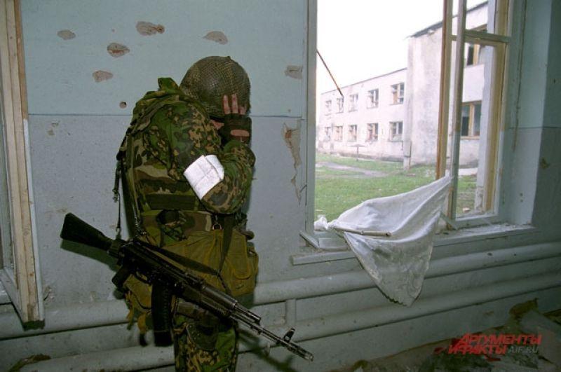 Спецназ закончил бой в школе.