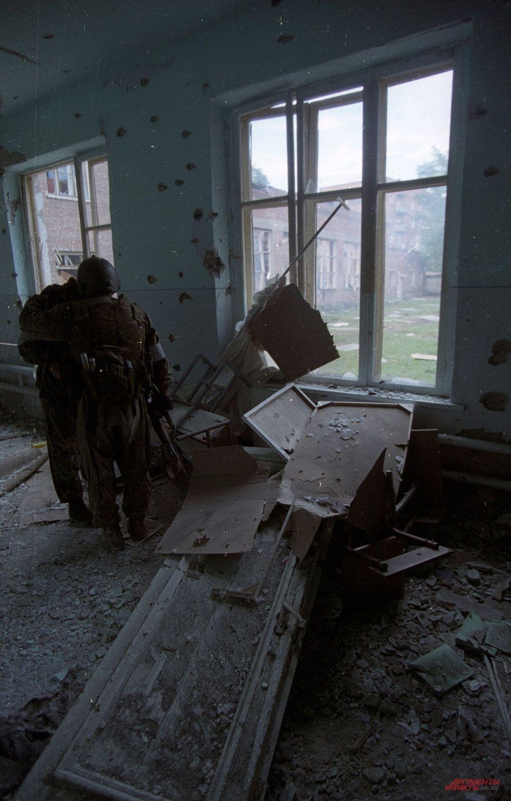 В школе после окончания боя.