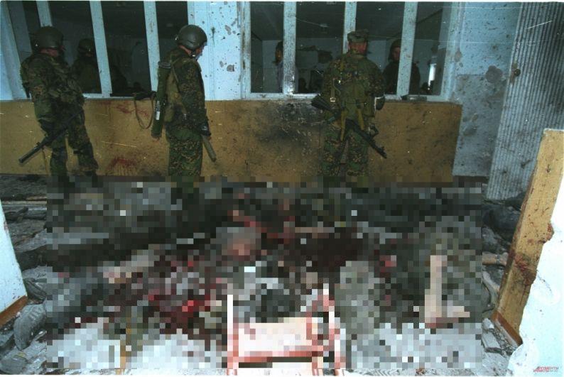 Уничтоженные террористы в школьной столовой.