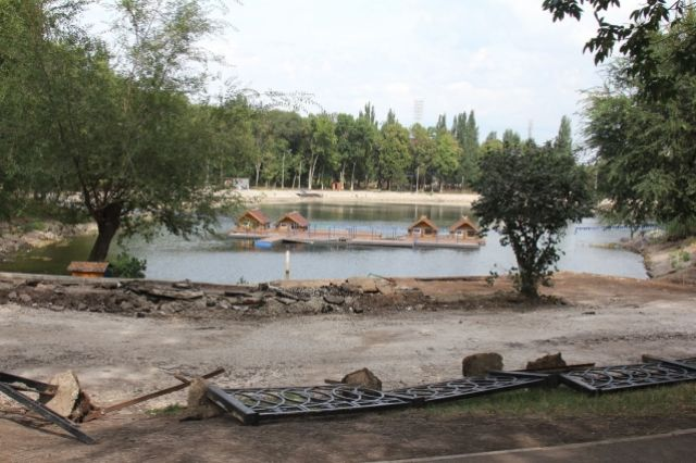 Обновят озеро иустановят камеры: парк Металлургов починят к9мая