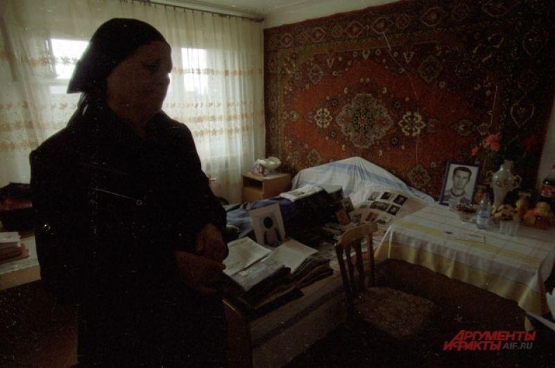 До сих пор в домах Беслана, свято хранят вещи погибших в школе, в надежде, что их дети вернутся домой.