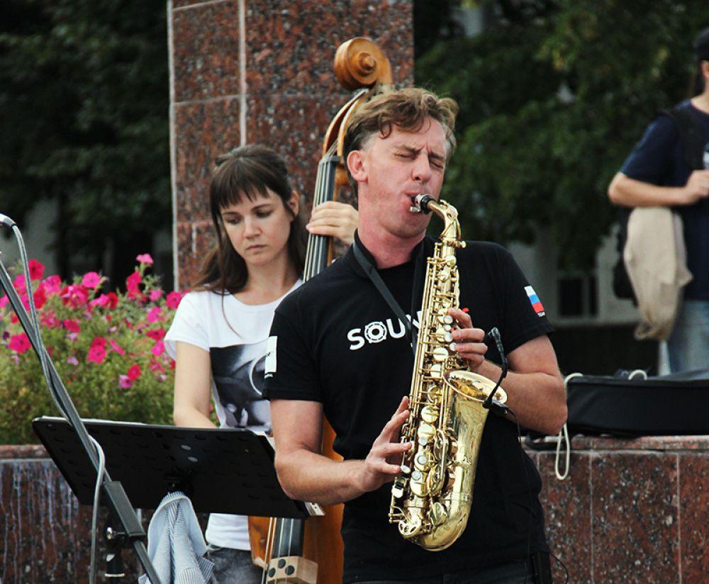 Саксофонист Алексей Кулик