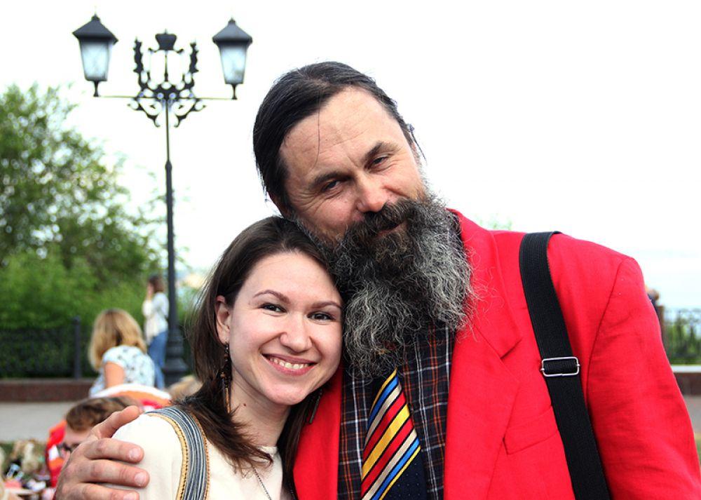 Ради фото с тольяттинским поэтом Славой Трошиным ульяновские барышни выстраивались в очередь