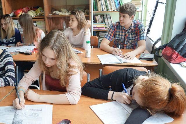 Омские школьники приступили к занятиям в новом учебном году.