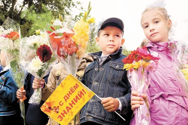 Более 76 тысяч школьников празднуют День знаний в Иркутске.