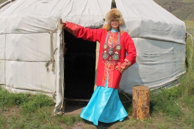 Новая экскурсия начинается с жилища представителей окуневской культуры.