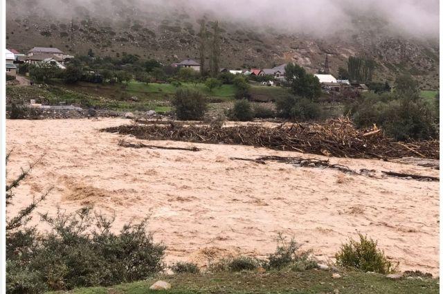 В результате схода селевых потоков в Эльбрусском районе Кабардино-Балкарии пять сел остались без газоснабжения.