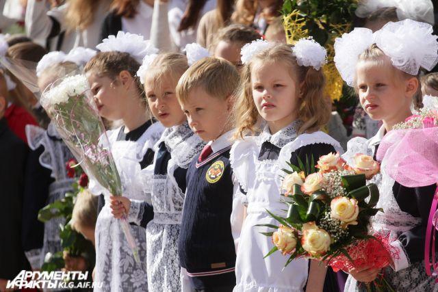 Более 104 тысяч калининградских детей отмечают День знаний.