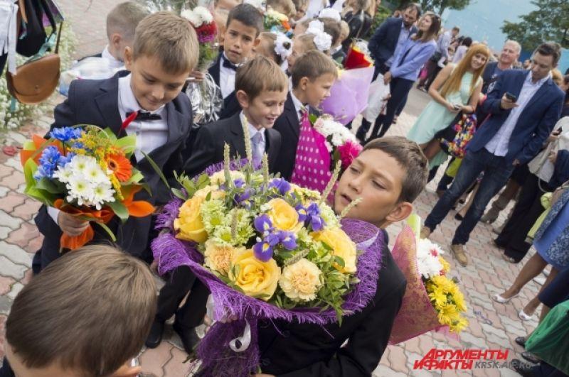 Только в Красноярске в нынешнем учебном году за парты в сядут более 105 тысяч учеников, из них 13 тысяч – первоклассники.