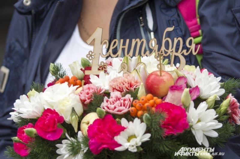 Сегодня, 1 сентября, в школы Красноярского края прозвенит первый в этом году учебный звонок для 332 000 детей – фактически для трети миллиона. Среди них 37 475 первоклассников.