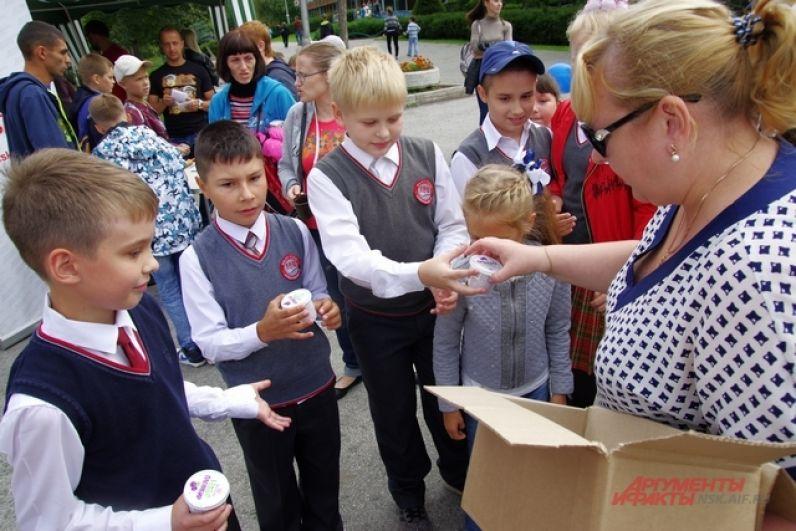 После жарких баталий все участники получили вкусное и натуральное мороженое