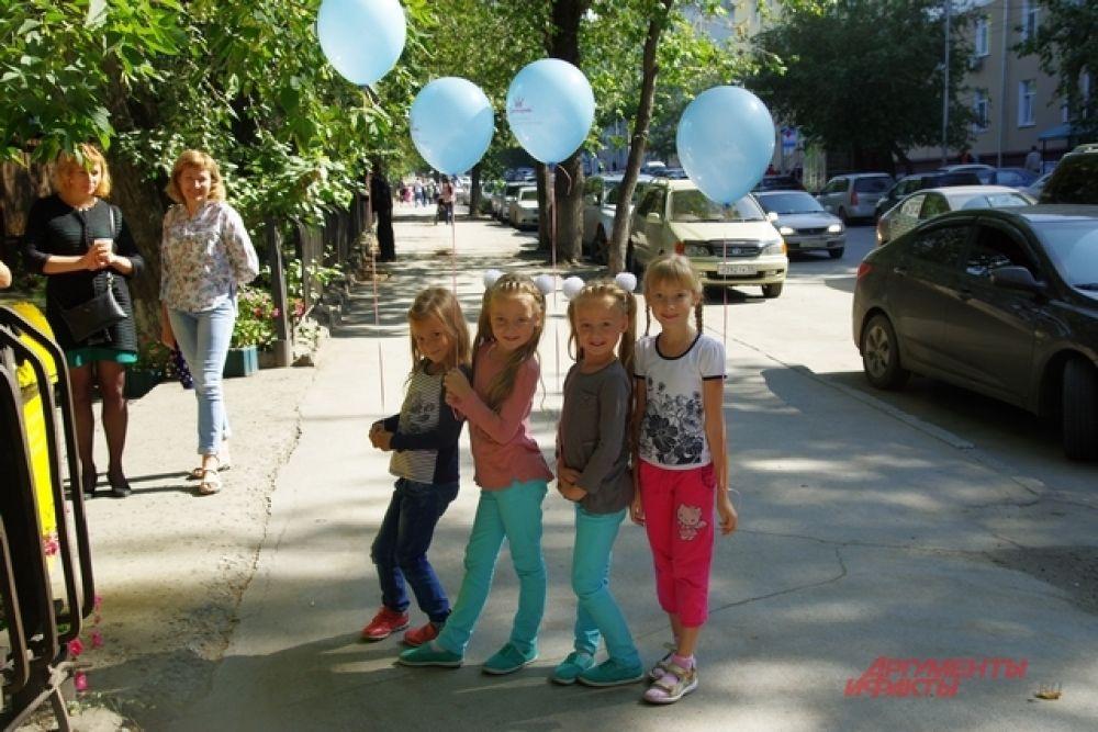 Сотни шариков стали неожиданными и приятными подарками для маленьких гостей
