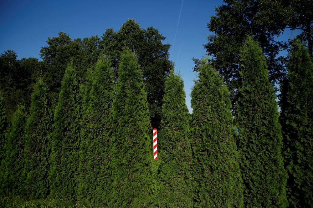 30 августа. Знак польской границы возле озера Галадус около деревни Бурбишки, Польша.