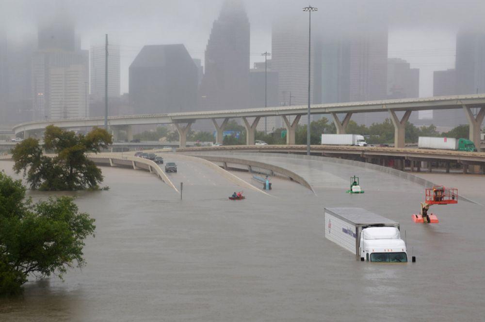 28 августа. Последствия урагана Харви в США: наводнение в Хьюстоне, штат Техас.