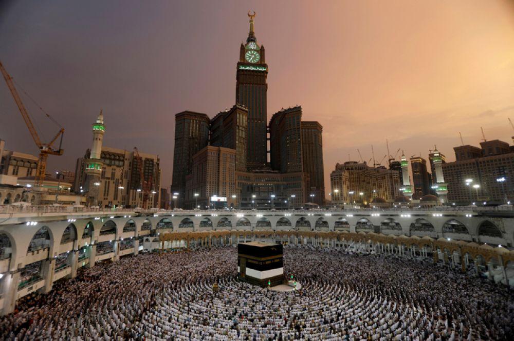 29 августа. Мусульмане молятся в Мечети аль-Харам перед ежегодным паломничеством хадж в Мекке.