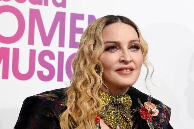 Мадонна переехала в Португалию ради занятий сына в 'Бенфике'