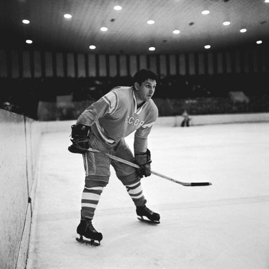 Александр Рагулин (защитник). 6 матчей, 1 результативная передача. Член Зала славы IIHF. Скончался 17 ноября 2004 года.