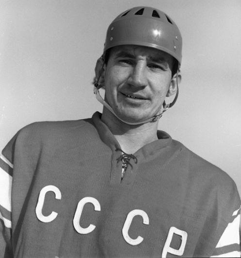 Виктор Кузькин (защитник). 7 матчей, 1 результативная передача. Член Зала славы IIHF. Трагически погиб 24 июня 2008 года.