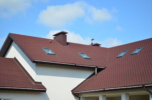 Директор окружного департамента на взятку купил дом в Салехарде