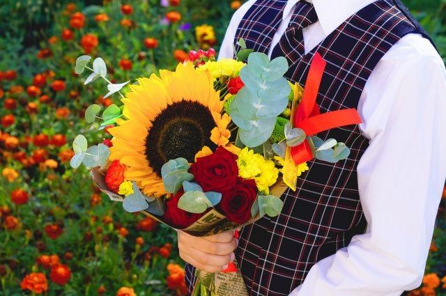 Букеты цветов считаются обязательным традиционным подарком на 1 сентября.