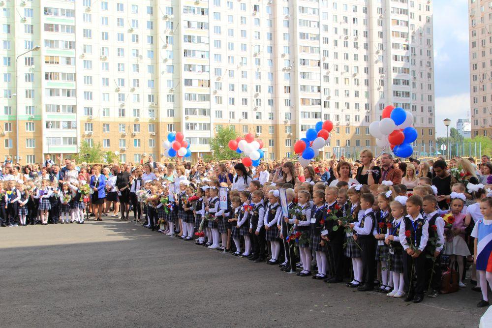 Занимаемая площадь равна территории нескольких футбольных полей. Школа №115-первая в Ростове, построенная с нуля за последние 10 лет.
