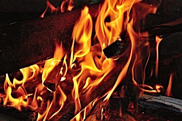 На Лесобазе произошел пожар, его тушили 8 пожарных машин