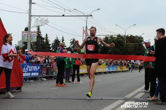 Победителем марафона среди мужчин стал известный спортсмен Дмитрий Сафронов из Москвы.
