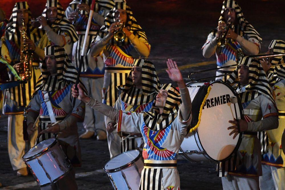 Музыканты военного симфонического оркестра Египта.