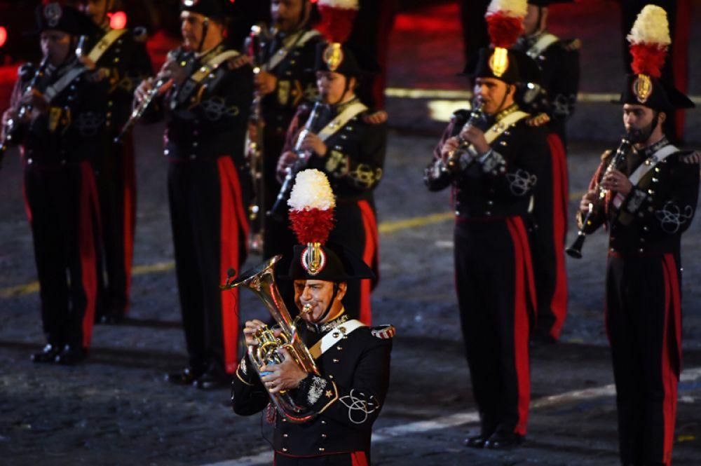 Музыканты оркестра корпуса карабинеров Италии.